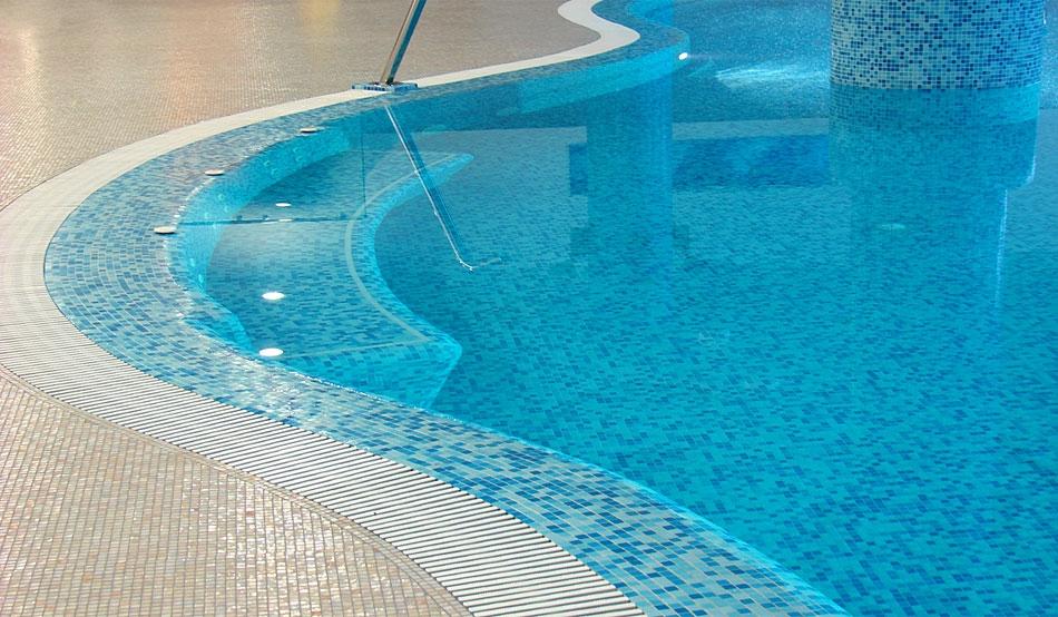 Переливной бетонный бассейн (8х4x1,2-1,6 м)  - 1